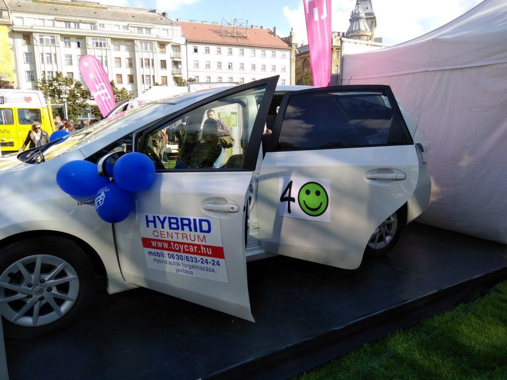 Hybrid autó